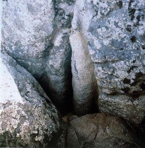 Yoni Rocks. Hallie Iglehart Austen, The Heart of the Goddess, p.115